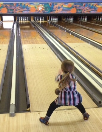 litle-girl-bowling